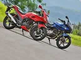 2014 Hero Karizma R Vs Bajaj Pulsar 220 Comparison Review Zigwheels