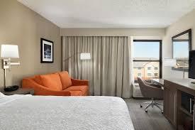a bed or beds in a room at hampton inn philadelphia mt laurel