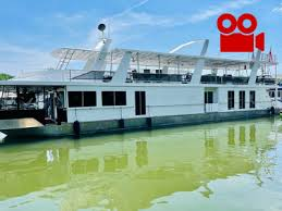 If you are looking for a rental houseboat for a family vacation or a houseboat for friends getting together. Houseboats Buy Terry Boats Cruisers Pontoons Runabouts Rv S