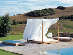 Round Outdoor Bed Exterior Black Round Day Bed With White Canopy And Red Mattres