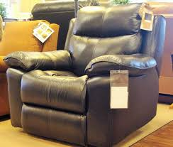 FLEXSTEEL FURNITURE ALL FLOOR MODELS MARKED DOWN TO SELL
