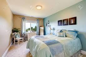 Schlafzimmer Interieur In Beige Und Blautönen Auch Blaue Vorhänge