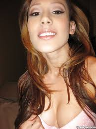 Asian ex girlfriend Taryn Kemp posing naked for her boyfriend.