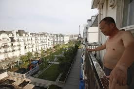 Картинки по запросу Мужик на балконе