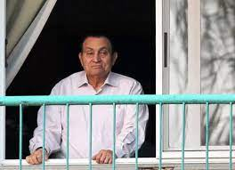 نقل الرئيس المصري الأسبق حسني مبارك للمستشفى