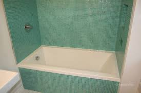 glass mosaic tiles around bathtub surround