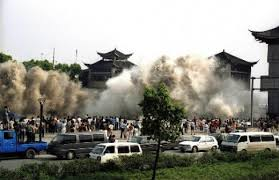 what are the effects of a tsunami    owlcationtsunami  tidal wave hits the shore