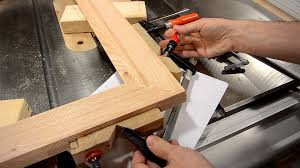 Making a picture frame (make molding on the table saw) - YouTube