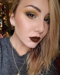 gold and maroon are one of the best makeup binations you can think of for dark eyes