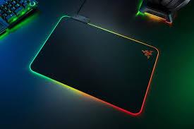 <b>Коврик</b> для мыши <b>Razer Firefly V2</b> располагает 19-зонной RGB ...