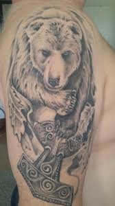 тату на правой руке медведь и молот тора наряды тату и наряды
