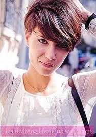 شعر قصير جدا للنساء حلاقة الشعر النسائية العصرية الصورة