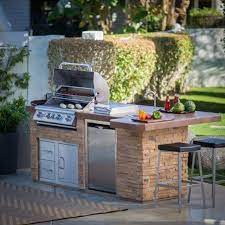 20 Interesting Backyard Designs With Pool And Outdoor Kitchen