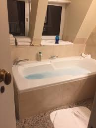fairmont banff springs has a whirlpool tub 6 ft long older style but not a