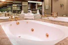 fairmont singapore jacuzzi bathtub