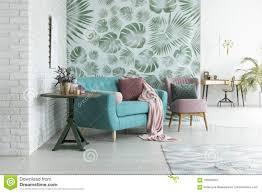 Groen Behang In Woonkamer Stock Foto Afbeelding Bestaande Uit
