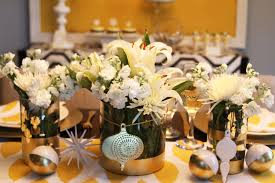 Gorgeous Christmas Dining Table Decoration Using White Tulip Yellow Flower  Centerpiece Including Round Glass Flower Vase And Pattern Accent Yellow  Dining ...