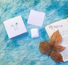 PHỤ_KiỆN_SHOP - Tai nghe AirPods 2 -Thiết kế đơn giản, thời trang và nhỏ  gọn. -Trang bị chip H1 hoàn toàn mới, cho tốc độ kết nối, chuyển đổi giữa  các thiết