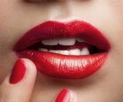 images?q=tbn:ANd9GcTM7Tee0PA Ub2Bxto5LN804ufJCTWux1l0Qdc0Yqa1l6LrVIYmiw - Hậu quả không tưởng từ phun xăm môi, lông mày - Khỏe đẹp - Zing.vn