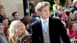 Born in new york city and raised in london, she began her career as a photography model. Sienna Miller Is Engaged To Boyfriend Lucas Zwirner