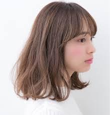 髪型で輪郭をカバー丸顔さんにおすすめはやっぱりミディアムヘア
