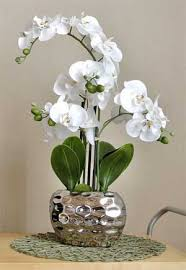Office flower arrangements Corporate How To Choose The Right Contemporary Silk Flower Arrangements For Your Office Flower Delivery Dubai Choosing Contemporary Silk Flower Arrangements For Your Office