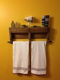 5 ideas que perfeccionarn tu bao gracias a la madera de palets. Bathroom  Towel RacksBathroom WallBathroom ShelvesPallet ...