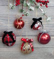 Decorating Clear Christmas Balls Gorgeous Easy Ways To Decorate Clear Plastic Ornaments For Christmas Sweet