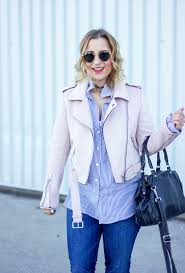 canadian life and style blogger jackie goldhar of something about that shows how to