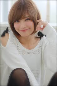 さらっとナチュラル王道ストレートマッシュの篠田麻理子さん風ショート