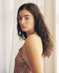 Lorde Daily (@LordeDaily)