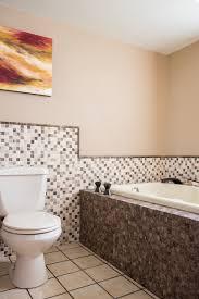 bathtub without shower