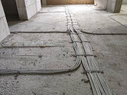Nein, nicht nur fußboden oder fliesen verlegen, auch installationsarbeiten. Rohinstallation Elektro Abgeschlossen Haus Am See Bau Blog