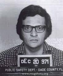 """Name: Lawrence Harvey """"Larry"""" King. D.O.B.: Nov 3rd, 1933. Association: Radio / TV Host Arrest Date: Dec 20, 1971. Arrested for: Grand Larceny - Larry_King_mugshot.400x800"""