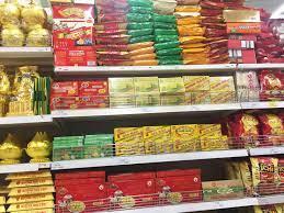 Mua bánh kẹo, thực phẩm cho Tết: Người tiêu dùng cần chú ý những gì? -  MVietQ