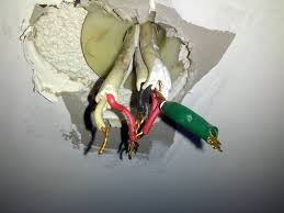 electrical why is my n light fixture wired this way enter image description here