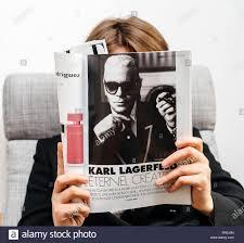 Devenir Designer De Mode Paris France Feb 23 2019 Woman Reading French Magazine