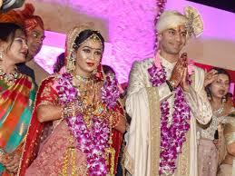 Lalus Son Tej Pratap Ties Knot With Rjd Mlas Daughter Nitish