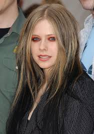avril dramatizes her baby blues with a firey eye shadow for the kid s choice awards