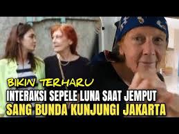 Uya kuya menghipnotis luna maya ungkap adegan ini dengan ariel noah. Ibu Luna Maya Kunjungi Jakarta Perlakuan Sepele Luna Maya Saat Jemput Sang Bunda Bikin Terharu Youtube