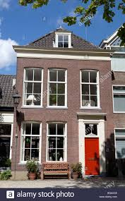 Dutch House Exterieur Mit Sitzbank Und Fenster Ohne Gardinen Delft