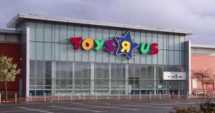 photo of geoffrey the giraffe leaving an empty toys r us goes viral cbs news