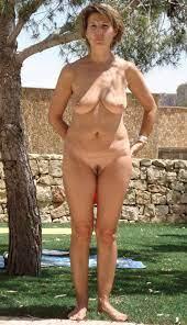 Hot outdoor cougar nude