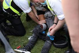Teenager stabbed in mass brawl. Schoolgirl 15 Stabbed As Fight Breaks Out At 4 20 Weed Day Gathering In Hyde Park