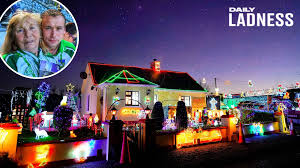 Milford Hospice Light Up A Memory Lad Decorates House With 200 000 Christmas Lights In Memory