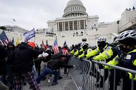 Assalto al Congresso contro l'elezione di Biden. Quattro morti, 13 feriti e  52 arresti