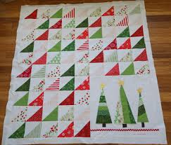 Christmas Quilt Patterns Adorable Lo Ray Me Triangle Christmas Quilt