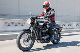 2017 triumph bonneville t100 black first ride review rider