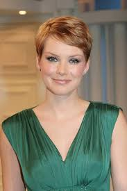 short pixie haircuts for round faces 15