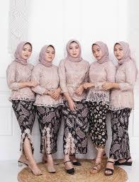 Model baju kerja seragam kompas tv. 45 Inspirasi Seragam Bridesmaids Terbaik Yang Bisa Ditiru Dari Berbagai Bahan Modern Blog Informasi
